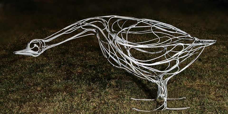 изготовление каркаса из проволоки для садовых фигур